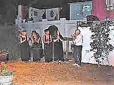 104-foto-spettacolo-su-elisa-al-teatro-casa-al-vento-applausi-a-destra-roberto-mosi