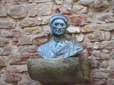 2-la-statua-di-dante-in-via-santa-magherita-presso-la-casa-di-dante