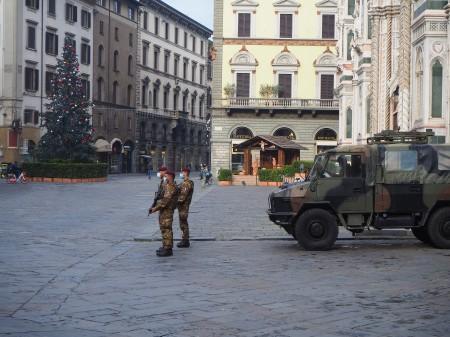 178-la-pattuglia-dellesecito-italiano-nella-piazza