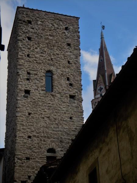 29-torre-della-castagna-e-campanile-della-badia